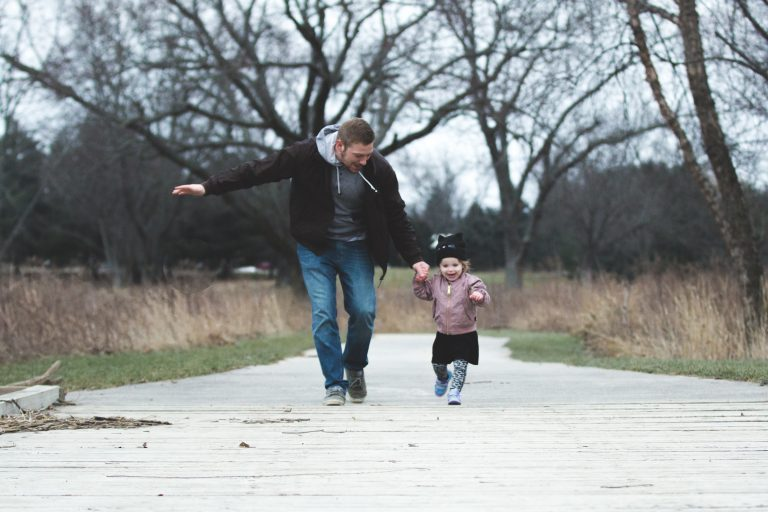 10 Commitments that us as parents should follow to raise healthy children.